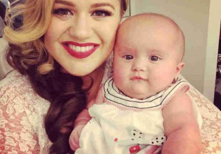 Kelly Clarkson Takes River Rose to Work — Does She Look Like Mom or Dad? (PHOTO)