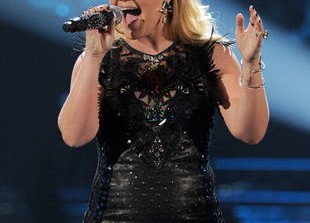 Exciting News for Pregnant Kelly Clarkson: Hear Her New Single With Martina McBride