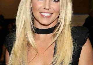 Britney Spears Debuts a Brand New Bob — Love It or Not So Much? (VIDEO)
