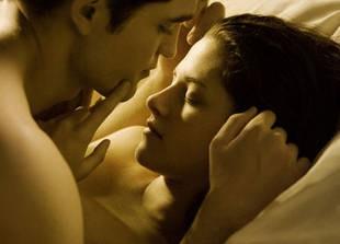 Kristen Stewart and Rob Pattinson Got Paid HOW Much For Twilight? (VIDEO)