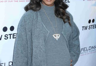 Pregnant Kelly Rowland Looks Ready to Pop in Tight Gray Dress on the Red Carpet (PHOTOS)
