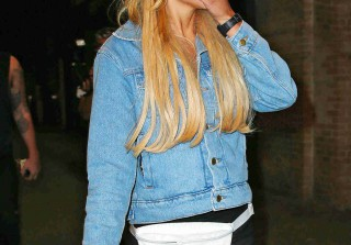 Amanda Bynes Seen Sleeping at an L.A. Mall (VIDEO)