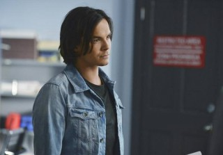 Pretty Little Liars Scoop: Sasha Pieterse and Tyler Blackburn on Ali and Caleb\'s Combative First Scene — Exclusive