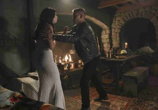 Once Upon a Time in Wonderland Midseason Premiere Synopsis — What Happens on \