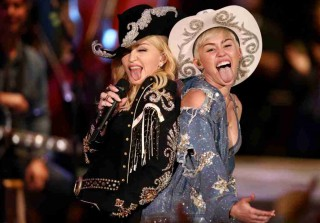 Miley Cyrus MTV Unplugged: 10 Things You Won\'t See on TV!