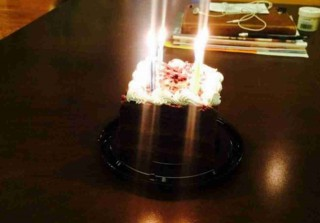 Bobbi Kristina Remembers Whitney Houston\'s Birthday With Cake and Candles (PHOTO)
