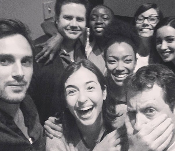 w630_Most-of-The-Walking-Dead-Cast-Takes-a-Photo-on-Season-5-Set-1399928460