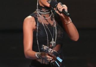 iHeartRadio Music Awards Fashion — Rihanna, Selena, J.Lo, Ariana, and More! (PHOTOS)