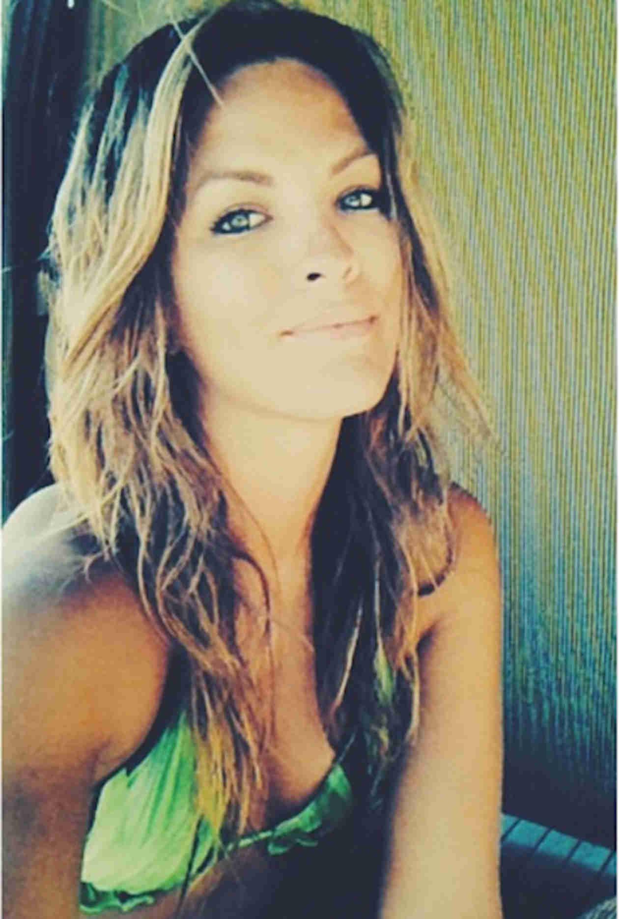 Becca tilley 2015 bachelor contestant