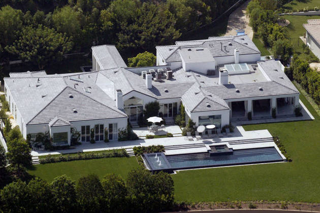 Celebrity homes the palatial pads of the american idol for Celebrity houses in los angeles