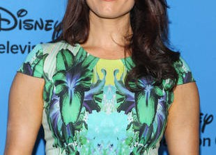 """Scandal Season 3 Premiere: Bellamy Young Teases """"Incredible Episode""""  With Olivia Pope and Her Father — Exclusive"""