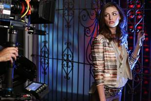 The Originals' Phoebe Tonkin Talks Fans' Reaction to Hayley at Comic-Con