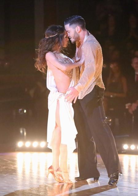 dancing with the stars val and kelly are they dating or not
