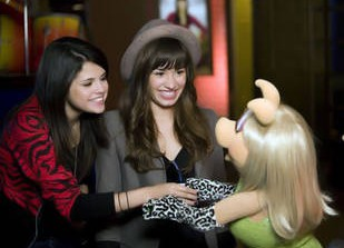 Stars Hanging With the Muppets: Puppet Love! (VIDEO)