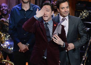 Watch Joseph Gordon-Levitt's Epic Lip Sync Battle on Late Night With Jimmy Fallon (VIDEO)