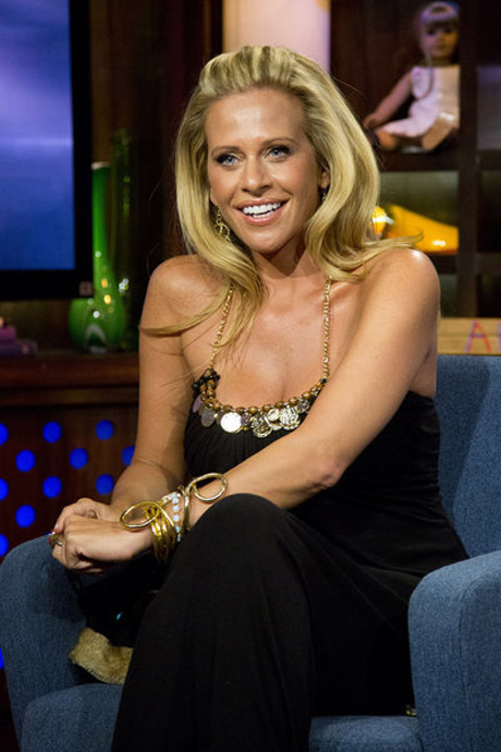 Dina manzo s daughter shows off their sexy naked cat for Where do real housewives of new jersey live