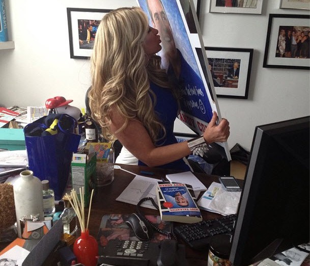 w630_Kim-Zolciak-Kisses-Andy-Cohen--2894265166168158818