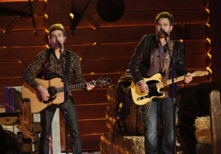 "The Swon Brothers Talk Screaming Fangirls on The Voice 2013: ""That Was Our Mom"""