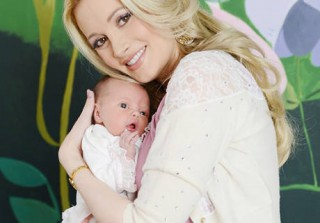 Holly Madison\'s Dogs Aren\'t Thrilled With New Baby Rainbow