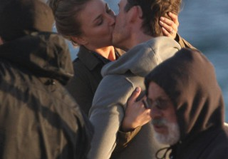 Revenge\'s Emily VanCamp and Barry Sloane Make Out on the Beach! (PHOTOS)