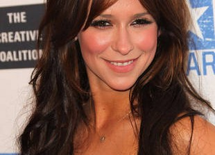 Exclusive! Jennifer Love Hewitt\'s New Naughty Side