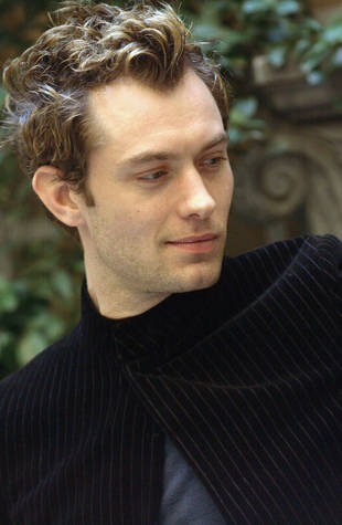 Jude Law Doesn T Think He S Pretty Anymore Do You Agree