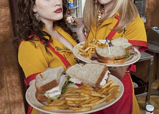 "Michael Patrick King Says '2 Broke Girls' is ""The Evil Twin of Chick Lit"""