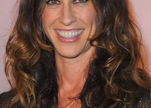 Alanis Morissette Will Breastfeed Until the Cows Come Home