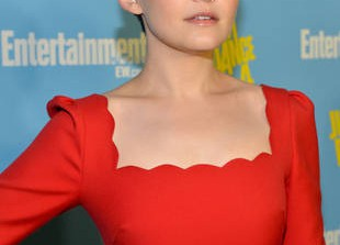 How Old Is Ginnifer Goodwin?