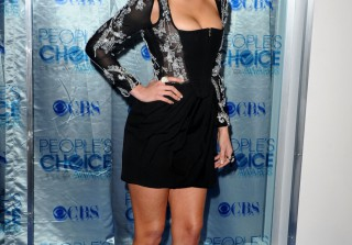 Anatomy of an Outfit: Hellcats\' Aly Michalka Rocks the Red Carpet
