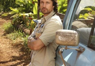 Martin Henderson Wants to Take His Shirt Off, But Then He Can\'t Have His Beer