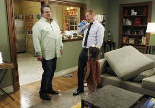 6 Funniest Modern Family Quotes from Season 3, Episode 4: \'\'Door to Door\'\'
