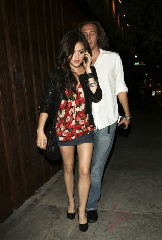 """Pretty Little Liars"" actress Lucy Hale arrives in a cutesy outfit for a night at Las Palmas with friends"