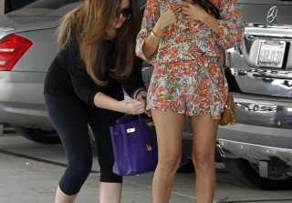 Khloe Saves Kourtney from a Wardrobe Malfunction!