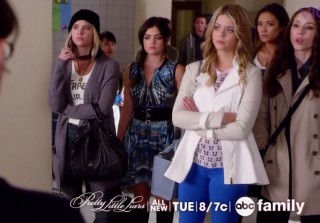 "Pretty Little Liars Celebrates 100 Episodes With ""A's"" Return! (VIDEO)"
