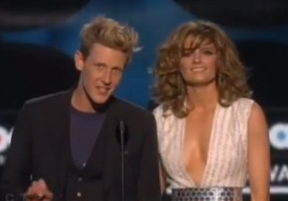 Watch Stana Katic Present at the 2013 Billboard Music Awards