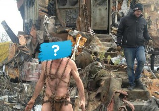 Which Nearly Naked, Divorcing Celeb Was Spotted Standing in Front of a Trash Heap? (PHOTO)