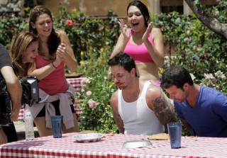 Pie Eating Contest in Bachelor Pad Episode 1.2