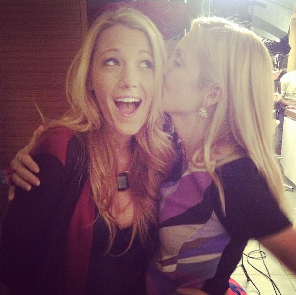 Kelly Rutherford Plants a Kiss on Blake Lively — Gossip Girl OMG Pic ... Blake Lively Instagram