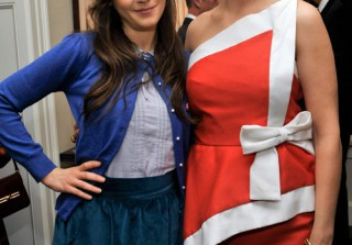 Emily Deschanel Gushes About Sister Zooey's TV Show, New Girl