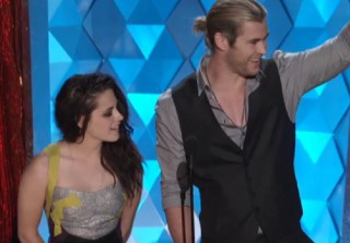Watch Kristen Stewart and Chris Hemsworth Present Best Female Performance at MTV Movie Awards (VIDEO)