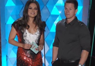 Watch Mila Kunis and Mark Wahlberg Present Jennifer Aniston With MTV Movie Award (VIDEO)
