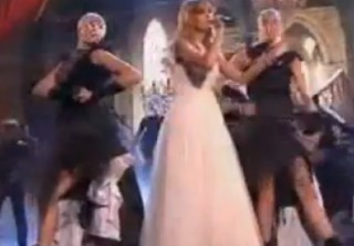 Watch Taylor Swift Sing \