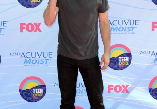 Ian Somerhalder Asks Fans to Vote For Him and Nina Dobrev in the 2012 People\'s Choice Awards
