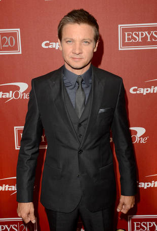 """The Kardashians Are """"Ridiculous"""" and """"Stupid,"""" Says Jeremy Renner"""