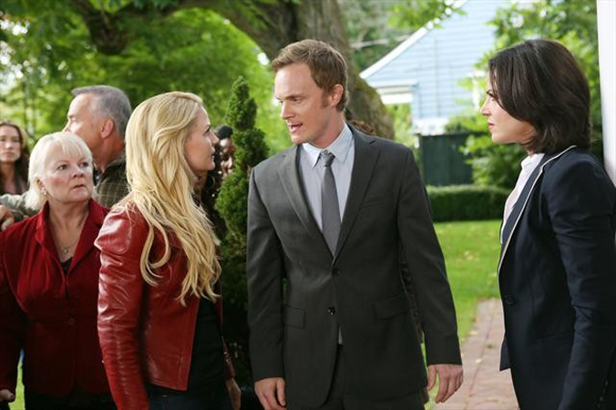Once Upon a Time Spoilers: Why Does Emma Confront Dr. Whale in the Premiere? (PHOTO)