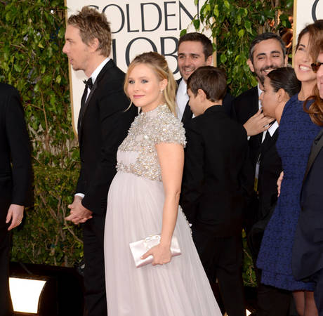 Kristen Bell Shows Off Baby Bump at 2013 Golden Globe Awards