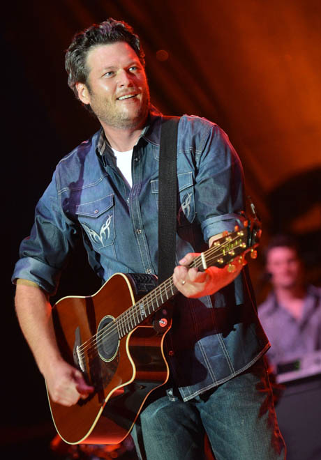 Blake Shelton Receives Three 2013 ACM Nominations